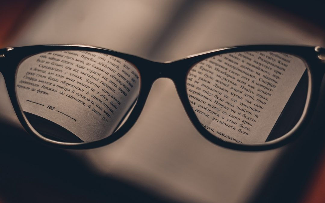 Glasses or contacts? How to choose which is best for you?